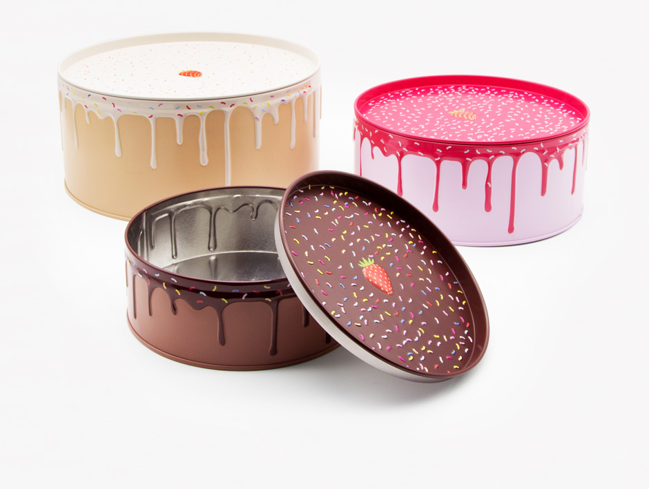 Cake tins unstacked