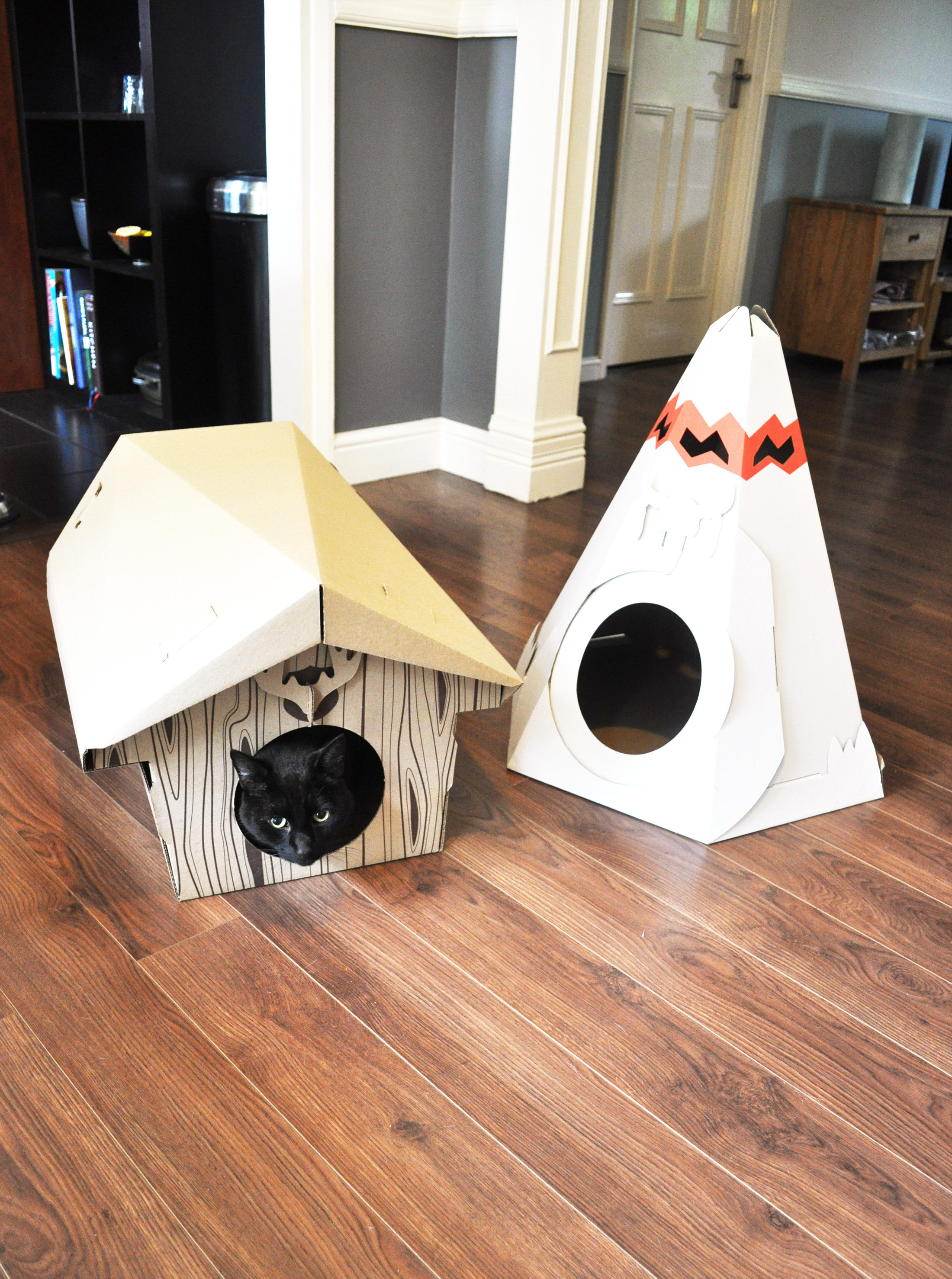 The Wholesale House >> Cat Play House Content Gallery : Irresistible cardboard toy houses for cats.