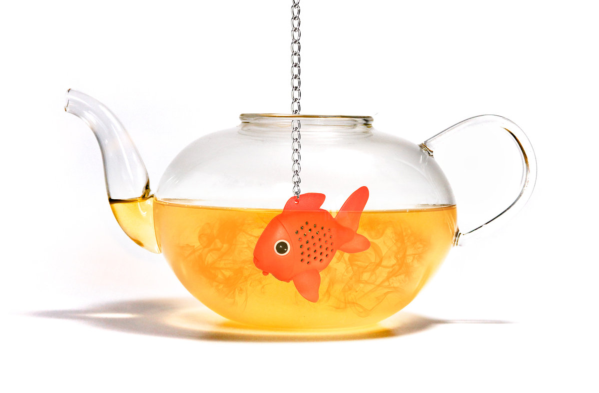 fish tea infuser a fish in the pot makes quick tasty tea. Black Bedroom Furniture Sets. Home Design Ideas