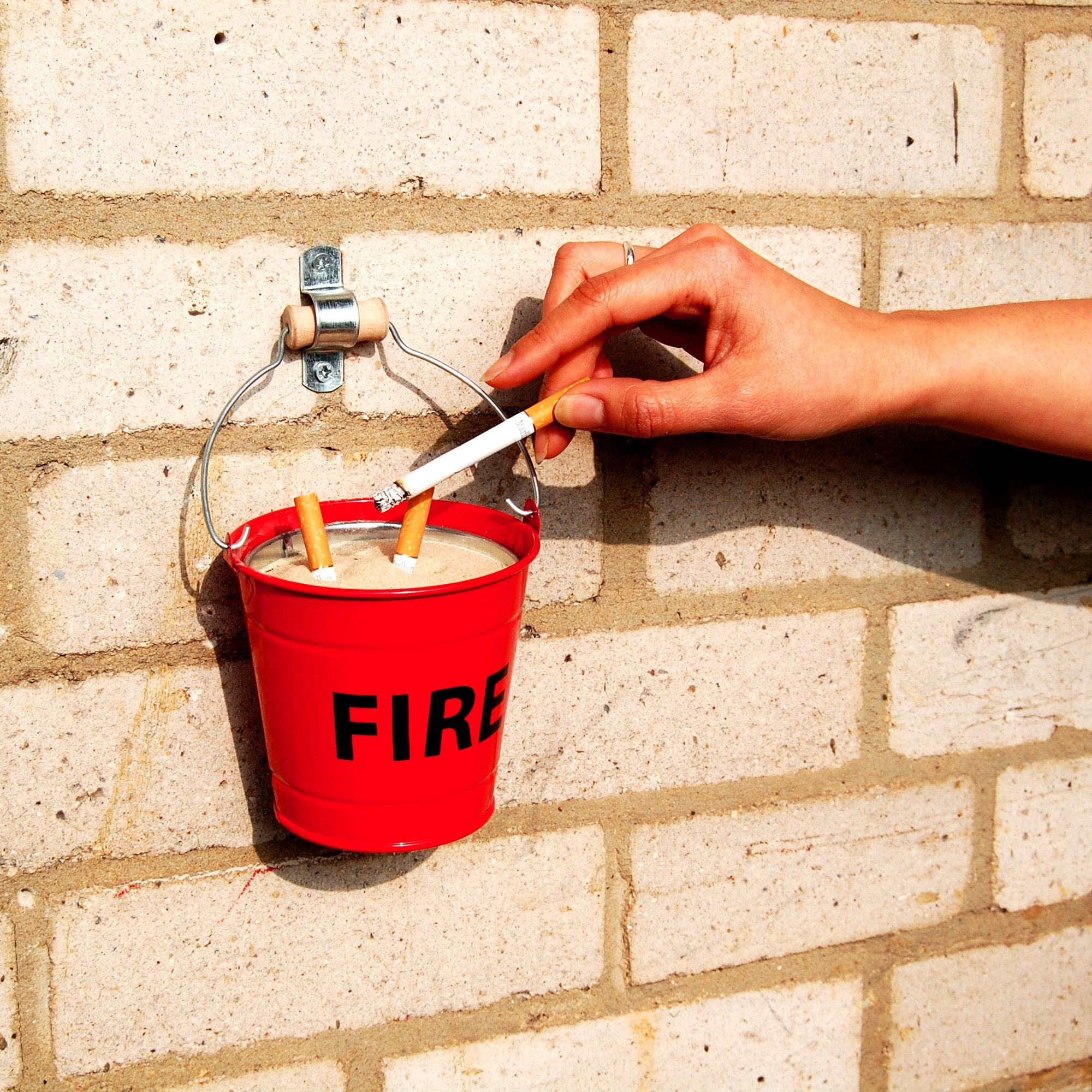 Fire bucket ashtray content gallery mini fire bucket with sand - Ceniceros originales ...