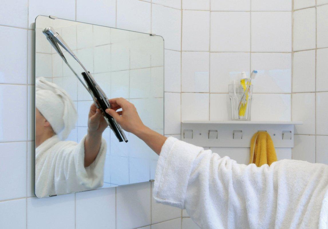 wiper mirror bathroom mirror with windscreen wiper