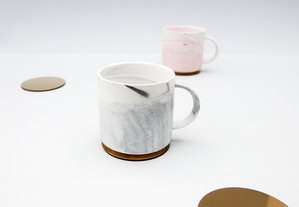 Matching mixed color drinking mugs