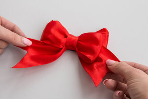 Red musical bow for sun non stop happy birthday tune