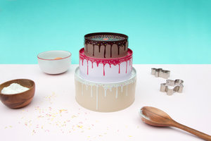 Set of 3 nesting tins in cake design with baking utensils