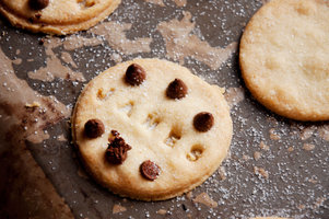 customisable cookie stamper for new and seasoned bakers