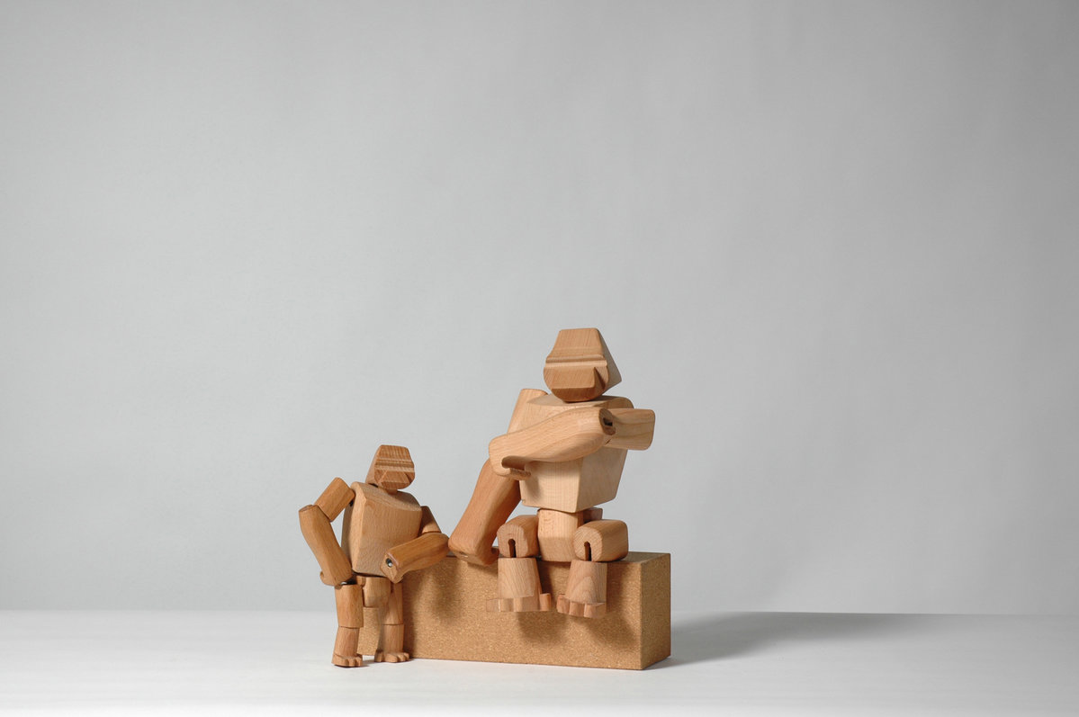 Hanno the Gorilla : Wooden toy gorillas with elastic limbs