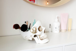 make up skull desk organiser