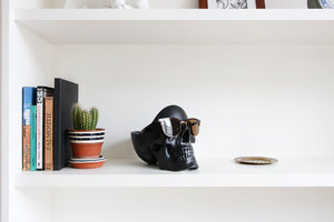 skull tidy organiser with sunglasses