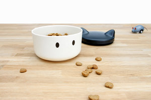 Fun and functional resistant cat head shaped treat bowl