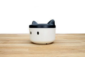 Cat face shaped food container for pets on the go