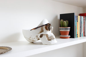 white skull desk tidy with sunglasses